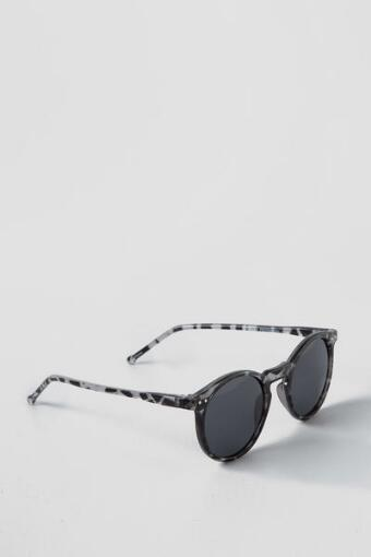 Alicia Tortoise Sunglasses in Black