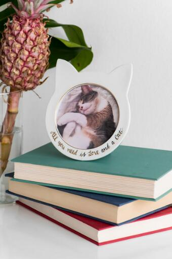 Ceramic Round Love And Cat Frame